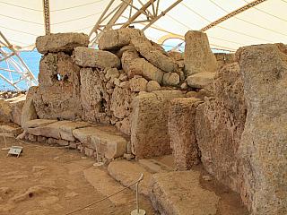 Fotogalerie neolitického chrámu Mnajdra na Maltě (Malta)