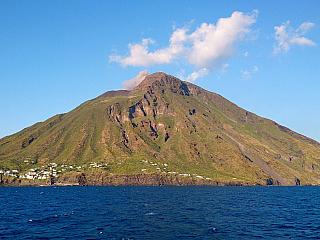 Aktivní sopka Stromboli se opět probudila k životu (Itálie)