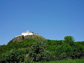 Hrad Füzér ponúka návštevníkom jednu z najkrajších scenérií v Maďarsku (Maďarsko)