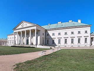 Romantický zámek Kačina nedaleko Kutné Hory (Česká republika)