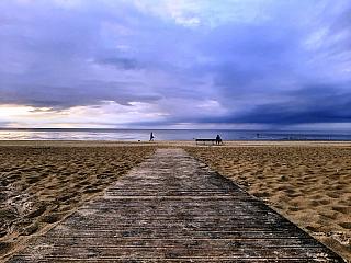 Nedaleko Rigy leží Jūrmala – největší lázeňské město v Lotyšsku. Vznikla spojením několika malých rybářských vesnic. Díky své malebnosti, dopravní dostupnosti a dlouhé písečné pláži se stala oblíbeným rekreačním zázemím. Název Jūrmala je složený ze dvou slov, jūra – moře a mala – břeh, znamená...