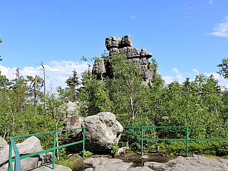 Národní park Stolowe hory, který leží nedaleko českých hranic, je velmi často opomínaný. Nicméně po jeho návštěvě musím říct, že zcela zbytečně – je tu nádherná příroda, dech beroucí výhledy a vše za polské (= nižší) ceny. Doprava do parku Stolowe hory Doprava do národního parku je možné buď...