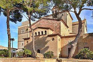 Každý ostrov si zaslouží alespoň malý kostelík, tradice křesťanství v evropských zemích má už za sebou dvě tisíciletí. A výjimkou rozhodně není ani prosluněná Mallorka, na které najdete ve městečku Alcúdia. Kromě samotné katedrály de Mallorca najdete na ostrově také kostel sv. Jaume. Fakt, že na...