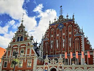 Riga je největším městem v Pobaltí, významným přístavem, hlavním městem Lotyšska a doslova srdcem země. Žije zde přes 30 procent obyvatel státu, přesto má Riga velmi poklidnou atmosféru. Díky secesní výstavbě, která utváří ucelený komplex, je považována za jedno z nejvýstavnějších měst Evropy. V...