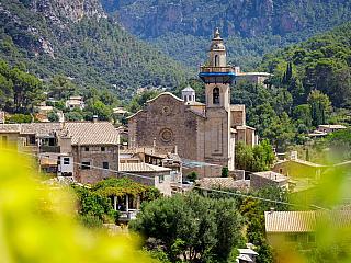 Valldemossa, historické městečko na Mallorce (Španělsko)