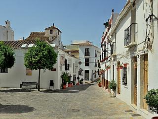 Estepona je oblíbené letovisko u Malagy (Španělsko)