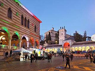 Vánoční Udine hraje všemi barvami (Itálie)