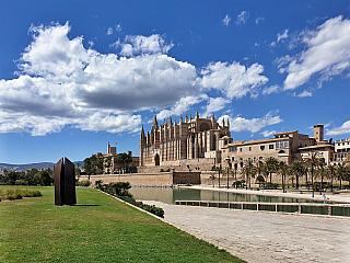 Palma de Mallorca je centrem ostrova Mallorca (Španělsko)