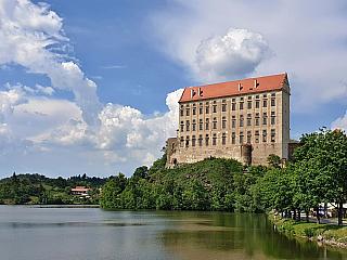 Plumlovský zámek, mnohokrát přestavovaný a držený i Lichtenštejny (Česká republika)