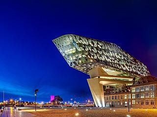 Nizozemsky a vlámsky Antwerpen, francouzsky Anvers a valonsky Anverse. Nacházejí se ve Vlámském regionu a jsou druhým největším městem Belgie. Žije zde kolem 500 tisíc obyvatel, tedy mnohem více než v hlavním městě Bruselu. Antverpy jsou označovány, ačkoli se nemusí zdát, jako město módy a...