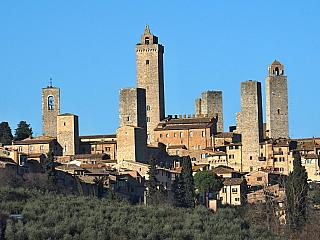 San Gimignano je proslulé toskánské středověké město (Itálie)