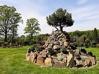 Miniarboretum u Holubů připomíná kouzelnou zahradu (Česká republika)