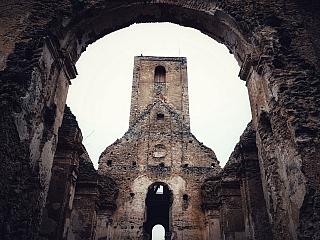 Katarínku v Dechticiach vyhľadávajú celoročne turisti aj pútnici. Ide o miesto so zvláštnou magickou atmosférou, ktoré sa ukrýva v lesoch Malých Karpát. Katarínka je ruinou starobylého Kostola a kláštora sv. Kataríny Alexandrijskej. Nachádza sa v západnej časti Slovenska približne 20 kilometrov...