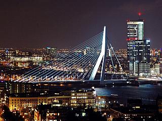 V druhém dílu krátkého seriálu Krásy Nizozemska se podíváme do města, jehož jméno proslavil skvělý sýr a do města s druhým největším přístavem na světě. Hádáte správně, čeká nás Gouda a Rotterdam. Gouda Gouda je název menšího městečka, ležícího zhruba 70 km od Amsterdamu a 25 km od Rotterdamu....