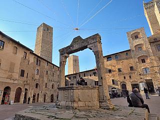 Fotogalerie z toskánského San Gimignano (Itálie)
