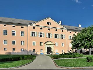 Klášter v Ossiachu byl důležitým centrem Korutan (Rakousko)
