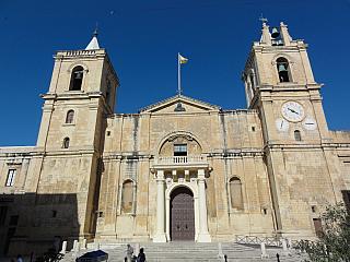 Symbol malé a hrdé země, to je katedrála svatého Jana ve Vallettě (Malta)