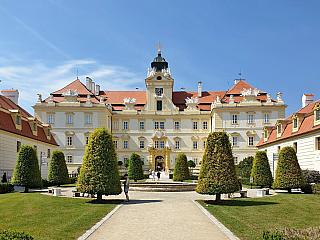 Zámek Valtice aneb perla kraje prosyceného vínem a pohodou (Česká republika)