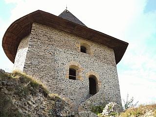 Zrúcanina hradu Šomoška sa radí k jedným z najmalebnejších hradov na Slovensku. Nachádza sa na kužeľovitom čadičovom brale v Cerovej vrchovine, ktorý patrí k obci Šiatorská Bukovinka. Je vybudovaný z netradičných šesťbokých čadičových stĺpov a aj z tohto dôvodu patrí medzi unikáty v rámci...