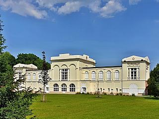 Hraniční zámek Hlohovec poblíž Lednice nabízí netradiční pohled (Česká republika)
