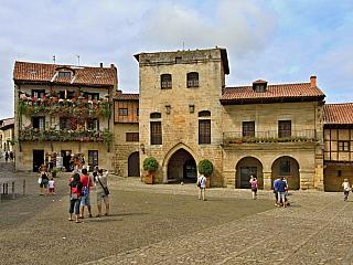 Starobylé španělské město Santillana del Mar - fotogalerie z roku 2010 (Španělsko)