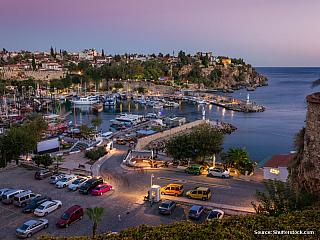 Chce-li turista směřující do Turecka strávit pohodovou dovolenou a užívat si pěkného moře, padne s největší pravděpodobností jeho volba na Antalyi. Toto město je jedním z nejnavštěvovanějších míst v Turecku a s oblibou jej vyhledávají lidé pro pobytovou dovolenou. Což však neznamená, že by zde...