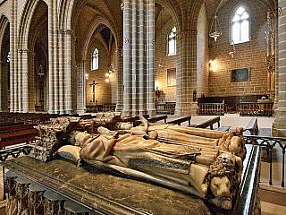 Katedrála v Pamploně má novoklasicistní fasádu od 18. století (Španělsko)