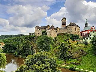 Loket – jeden z nejstarších kamenných hradů v Čechách (Česká republika)
