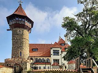Hrad Hněvín je dominantou a symbolem města Most (Česká republika)
