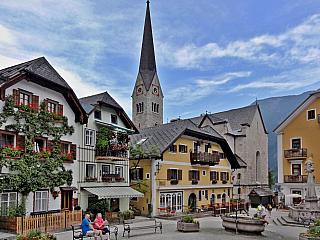 Příroda pro Rakousko tak typická a ktomu ještě pár historických skvostů vmalé obci, která na vás dýchne atmosférou starých časů? Tak přesně taková scenérie se nabízí turistům, jimž se zachtělo výletu právě do Hallstattu, které je už po dobrých sedm tisíciletí střediskem těžby suroviny pro...