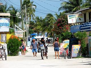 Jednou z nejkrásnějších věcí, kterou se Belize může pochlubit, je korálový útes u jeho pobřeží Karibského moře. Po australském Velké bradlovém útesu, je to druhý největší korálový útes na světě. Tato útesová bariéra, procházející podél celého belizského pobřeží, dala ve svých mělkých a teplých...