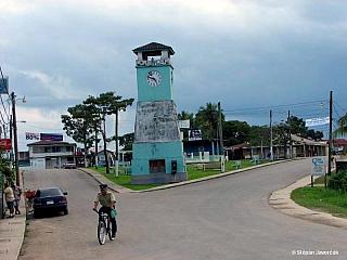 """""""Jižní magistrála"""", silnice vedoucí přes Belize na jih končí v ospalém městečku Punta Gorda. Žije tady něco přes 4 tisíce obyvatel. Celý distrikt Toledo je zemědělskou a rybářskou oblastí. Panuje tady nejvyšší vlhkost vzduchu v celém Belize, kterou způsobuje vysoké množství srážek.  Punta Gorda..."""