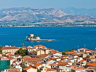 Z Korinthu poputujeme dále do vnitrozemí Peloponéského poloostrova a zastavíme se v malebném městečku Nafplio. Najdete ho v Argolském zálivu. Elegantní Nafplio patří k nejkrásnějším řeckým městům. Při procházce městem objevíte v uličkách a malých náměstích mnoho krásných starých domů ve stylu...