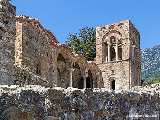 Nedílnou součástí řecké historie je doba byzantská. Jak takové někdejší byzantské město vypadalo si můžete udělat představu v Mystře. Nachází se tady zříceniny středověkého města. Město bylo původně v lepším stavu, ale na počátku 19. století bylo zničeno vojáky a zbyly z něj jen zříceniny. Stálo...