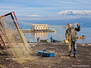8. den: 9.9.2005, pátek národní park Dajtit (ALB) – pohoří Kerabës (ALB) – Elbasan (ALB) – Lin (ALB) – Liqeni i Ohrit (Ochridské jezero) (ALB) Nad ránem ještě fotím na 3 x Tiranu. Je to postupně Tirana spící, Tirana probouzející se a Tirana vzbuzená. Fotografie se však moc nepovedly. Pak...