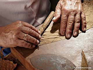 Výroba doutníků (Kuba)