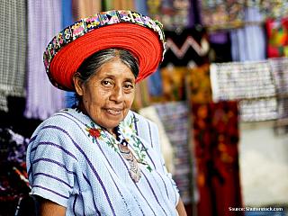 Země mayských památek, indiánů, hor, sopek a džungle. Guatemala byla kdysi jedno z hlavních center mayské civilizace. Právě za památkami na tuto kulturu, za pyramidami starých mayských měst, sem dnes míří většina návštěvníků. V oblasti turistiky země ale stojí tak trochu ve stínu svého většího...