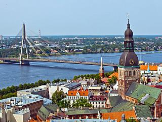 4. den 10. 6. 2006, sobota Klaipéda – Šiauliai – Hora křížů (vše LIT) – Jelgava – Riga (vše LAT) Vstáváme kolem 6:00 a v 7:00 je snídaně. Jedná se opět o švédské stoly s poněkud chudší nabídkou. Vyjíždíme přesně v 7:30. Dnes nás čeká náročný den a dlouhá cesta. Jedeme po cestě k městu Šiauliai...