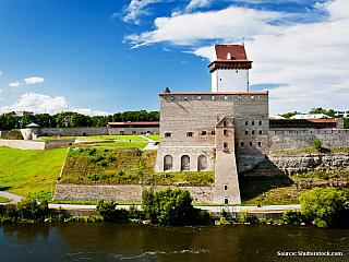 6. den 12. 6. 2006, pondělí Tallinn – Lahemaa – Palmse – Oandu – Altja – vyhlídka na velký Glint –Narva (vše EST) –Ivangorod – Petrohrad (vše RUS) Dlouhé bílé noci nám moc spát nedají. Je velice dlouho světlo a prakticky úplně se nesetmí. Navíc udeřila velká vedra. Proto se už v 5:00 budíme. Na...