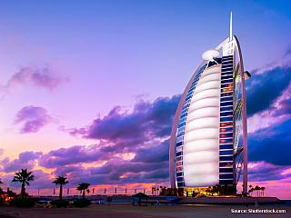 Nevíte kam se letos vydat na dovolenou? Pokud máte v kapse přebytečných několik tisíc dolarů a máte rádi luxus, tak se vydejte do Spojených Arabských Emirátů (UAE). V roce 1999 zde byla dokončena výstavba hotelu Burj Al Arab, česky Věž Arabů. Tento skvost moderní architektury se tyčí do výšky...