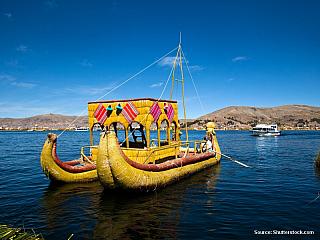 Putre - La Paz - Copacabana - jezero Titicaca 6/7/2003 Protože tu slunce zapadá brzy a jediná věc, co lze často poté dělat, je jít do nějakého gringo baru, což se mi nechce, chodím spát tak v osm. Díky tomu jsem se ráno probudil kolem šesté a rozhodl se dojít těch pět kilometrů z Putre na...