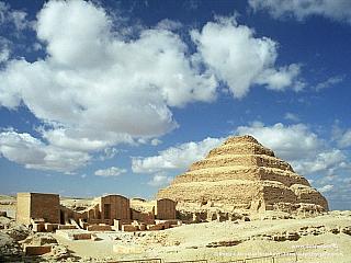 Sakkára - stupňovitá pyramida krále Džosera (Egypt)