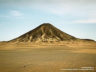 Černá poušť - v předpeklí sopečných kuželů (Egypt)