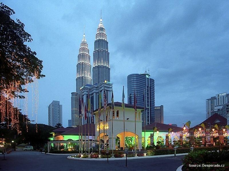 Petronas Twin Towers v Kuala Lumpur