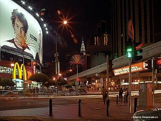 Kuala Lumpur, moderní metropole bohaté Malajsie leží zhruba v polovině západního pobřeží Malajského poloostrova, na soutoku řek Klang a Gombek. Nejmladší hlavní město v jihovýchodní Asii založila skupina čínských prospektorů cínu roku 1857. Hlavním městem se Kuala Lumpur stalo o 39 let později a...