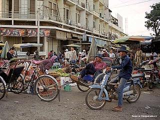 V nejúrodnější části země na soutoku Mekongu a Tonlé Sap leží hlavní město Kambodže Phnom Penh. Byl založen již někdy ve 12. století, ale k jeho rozkvětu došlo až během století patnáctého, kdy se stal hlavním městem Khmerské říše. K dalšímu rozvoji pak došlo za francouzské koloniální...
