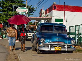 Jízdné z Havany se společností Viazul vás příjde na 12 CUC/os. Turistické dálkové autobusy zastavují na rušné ulici přímo v centru města (jediná hlavní třída ve městě). Již při dojíždění na zastávku (poblíž zdejší pobočky Viazul, cestovní kanceláře, Cubanacan apod. – vše v jedné kanceláři...