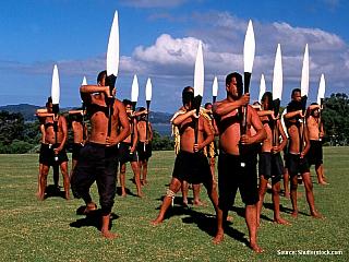 Místem dnešního výletu je maorská vesnice Ngaruawahia. Je to místo podle informačních a reklamních brožur nepříliš známé, ale pro Novozélanďany a zejména jejich maorské původní obyvatele představuje významnou památku. Jde totiž o osadu zvanou v maorštině jako Turangawaewae Marae, což je...